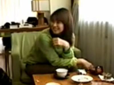 【三十路熟女動画】ナンパで知り合った可愛い巨乳素人妻を口説き落としてAV出演させてハメ撮りセックス!