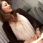 【ナンパ熟女動画】街中で40代素人のセレブ奥様をアンケートと騙して捕まえ車内で電マ責めフェラチオ抜き交渉!