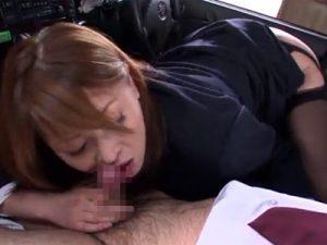 【フェラチオ無修正熟女動画】四十路美熟女の新米ドライバーが研修で教官のチンポをおしゃぶりし口内射精!