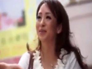 【ナンパ熟女動画】街中で50代素人の美人おばさんを捕獲…ラブホで濃密セックスでイキまくる!