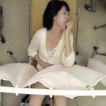 【盗撮熟女動画】産婦人科に訪れた30代素人の美人妻が悪徳医師に騙され中出し診察を受ける!