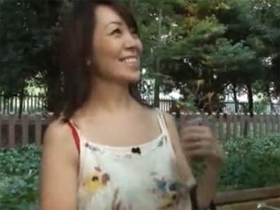 【不倫熟女動画】三十路の素人美人妻が出会い系で知り合った男性と昼間に待ち合わせてラブホで浮気セックス!