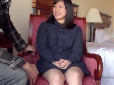 【若妻熟女動画】20代の清楚系の素人美人奥さんに極太チンポを見せたら欲情して濃厚セックス!