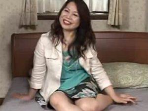 【五十路熟女動画】ムッチリ体型の美熟女がマンネリ化した夫とのセックス以外に刺激を求めてAV出演!