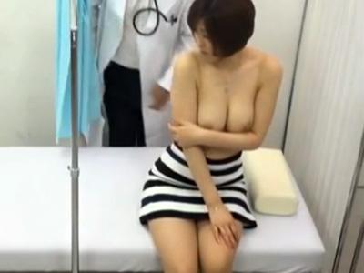 【盗撮熟女動画】整骨院に治療に訪れた30代素人のEカップ巨乳奥様が整体師に性感マッサージされる様子を隠し撮り!