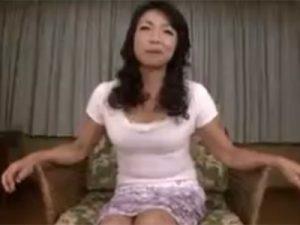 【五十路熟女動画】素人の巨乳おばさんがAVデビュー…カメラの前で絶頂オナニー&フェラチオ&中出しセックス!