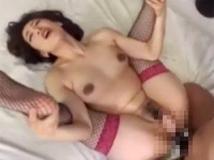 【松本まりな熟女動画】40代のセクシー美熟女が前貼り丸見えのアナルファックで何度も絶頂!
