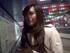 【ナンパ熟女動画】街中で30代素人の長身美人妻を捕獲…マッサージ体験と騙してホテルに連れ込み中出しSEX!