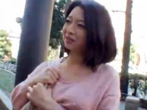 【ナンパ熟女動画】モデル撮影と騙して四十路素人の巨乳奥様を事務所に連れて行き生ハメセックスで無許可中出し!