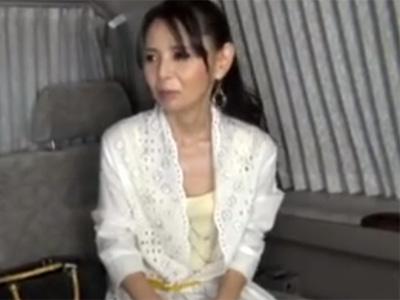 【ナンパ熟女動画】街中で50代素人の美人奥様を捕獲…SEX交渉してラブホで他人棒に乱れまくる!