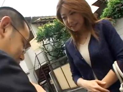 【紫彩乃熟女動画】40代のFカップ巨乳美熟女がセールスマンの男を誘惑して中出しセックス!