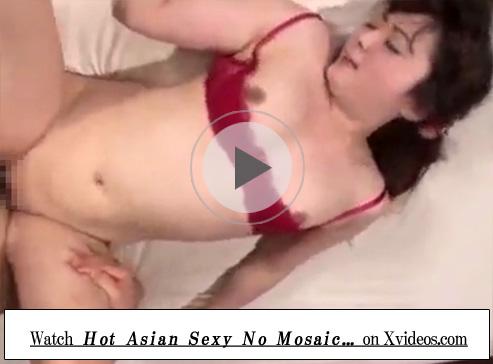 【無修正熟女動画】セクシー下着を身に付けた四十路巨乳美熟女が3P中出しセックスで悶絶しまくり!