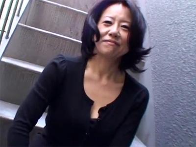 【無修正熟女動画】40代素人のスレンダー奥様がAV出演…久々の生チンポでイキまくり中出しフィニッシュ!