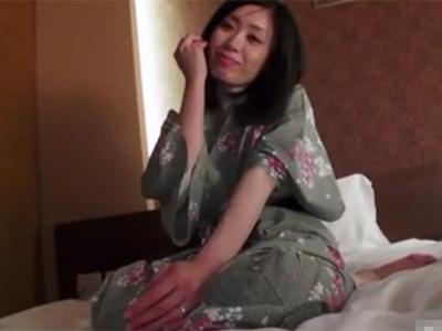 【三十路熟女動画】美し過ぎる美人奥様がAV出演…カメラの前で初オナニーして他人棒で濃厚セックス!