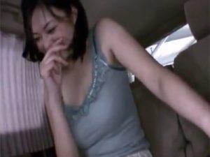 【三十路熟女動画】性欲が強い色白で巨乳美人奥様がAV出演…いきなりカーセックスで顔射ぶっかけ!