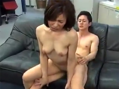 【四十路熟女動画】SEXテクニックが凄い貧乳奥様がAV出演…絶品フェラチオと腰使いがエロい!