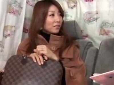 【ナンパ熟女動画】街中で四十路の品格あるセレブ妻を謝礼で釣り捕獲…ハメ撮り交渉してラブホで無許可中出し!