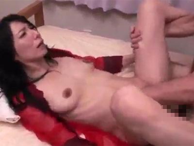 【無修正熟女動画】40代美熟女のおっぱいが敏感な美乳スレンダー奥様と濃厚セックス!