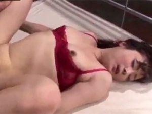 【無修正熟女動画】四十路のDカップ美熟女が旦那には見せない痴態を露わにして3P中出しセックス!