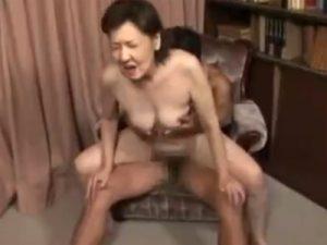 【高齢熟女動画】還暦過ぎた六十路の完熟おばさんの閉経おまんこに生チンポぶち込んで無許可中出し!