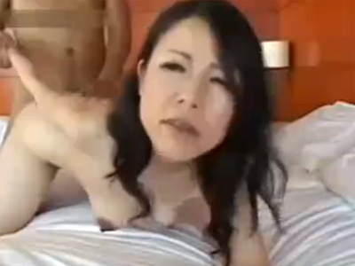 【五十路熟女動画】素人の清楚なセレブ系の垂れ乳美熟女とラブホテルでハメ撮りセックス!