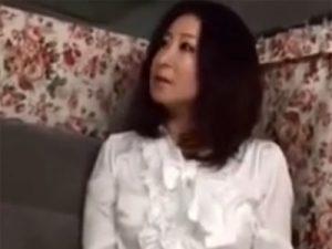 【ナンパ熟女動画】簡単なアンケートと騙して45歳には見えない社長ご婦人を捕獲…ラブホで顔射セックス!