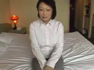 【無修正熟女動画】40代素人の豊満な巨乳奥様が出会い系サイトで知り合ったおじさんとラブホでハメ撮りSEX!