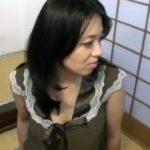 【ナンパ熟女動画】インタビューと称して四十路素人の巨乳美人妻を捕獲…お酒で酔わせて中出しSEX!