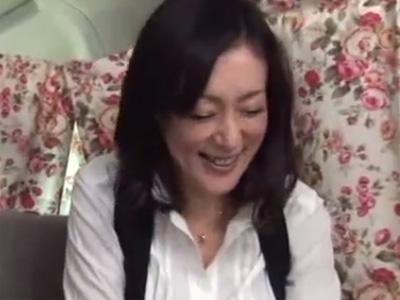 【ナンパ熟女動画】40代素人のセレブ妻を謝礼で釣ってカラダを悪戯してラブホに連れ込み中出しSEX!