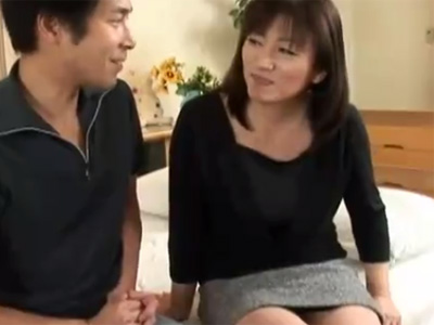 【四十路熟女動画】ドスケベなEカップ巨乳素人奥様がAV出演…初撮りで中出しセックス!