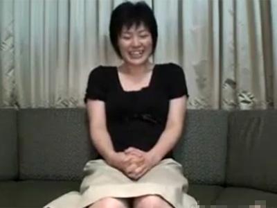 【無修正熟女動画】「最近、溜まってて…」欲求不満な30代素人奥様がAV出演…久々のチンポに乱れ狂う!