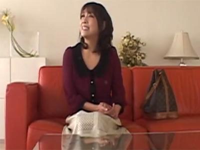 【四十路熟女動画】色気あるEカップ素人奥様がAV面接…身体を悪戯して勢いでハメて大量顔射!