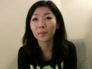 【ナンパ熟女動画】街で三十路素人の可愛い奥さんを捕獲…ホテルで全身網タイツを着させて中出しセックス!