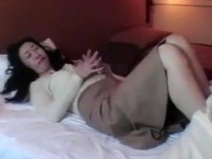 【ナンパ熟女動画】40代素人の清楚なスリム奥様を捕獲…ラブホに連れ込んで浮気セックス!