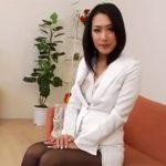 【無修正熟女動画】四十路美熟女の妖艶な色気を放つ営業レディーが契約成立で着衣セックス!