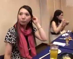 【人妻の浮気動画】スリムで綺麗な人妻が合コンで若い男と知り合って泥酔してお店の便所やホテルで浮気SEX!