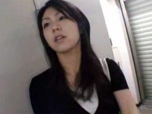 【三十路熟女動画】エッチ大好きな美人奥さんがハメ撮り撮影に参加…旦那以外のチンポで無許可中出し!