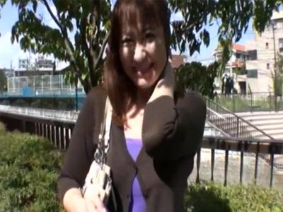 【四十路熟女動画】素人のバツイチ巨乳おばさんがAV出演…セックスレスで性欲がヤバかったwww