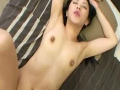 【無修正熟女動画】三十路美人妻が野外でオナニーを披露してチンポをフェラチオ…ホテルでハメ撮りセックス!