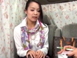 【ナンパ熟女動画】雑誌アンケートと騙して三十路素人の主婦を捕獲…性欲が溜まっててラブホで中出しSEX!