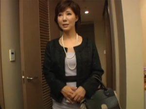 【四十路熟女動画】黒パンスト履いたセレブ美人妻が主人以外のチンポに興味がありAV出演!