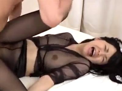 【無修正熟女動画】三十路素人のチンポ大好きな美人妻がスケスケ衣装でハメ撮りセックス!