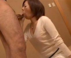 【熟女・人妻 着衣】30代素人の綺麗な人妻が着衣のまま極上テクニックでペニスをおしゃぶりし口内発射!