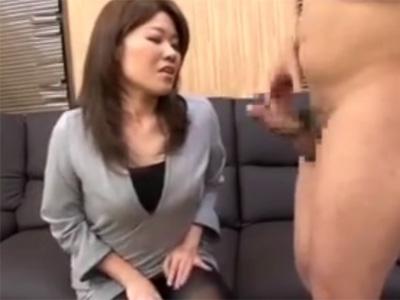 【フェラチオ若妻熟女動画】「センズリを見に来ました!」欲求不満の美人妻が我慢出来ずチンポをしゃぶってオナニーで絶頂!