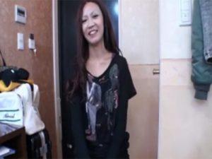 【無修正熟女動画】三十路素人のスレンダー貧乳奥様がAV出演…久々に旦那以外のチンポで乱れ狂う!