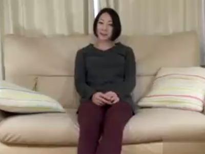 【無修正熟女動画】SEX大好きな40代素人のカラータイツ履いた妖艶な美人奥様が久しぶりにAV出演!