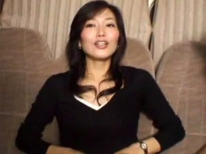 【ナンパ熟女動画】池袋で40代素人の綺麗なマダムを捕まえ車内で電マ責め…ラブホに移動して顔射セックス!