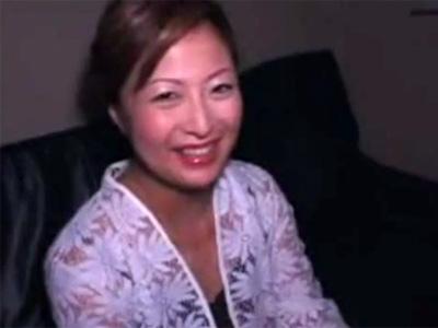 【無修正熟女動画】四十路素人の豊満な巨乳おばさんがAV出演…濃密セックスで乱れまくる!