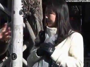 【ナンパ熟女動画】街中でアンケートと騙して30代素人の巨乳美人奥様を捕まえてホテル連れ込み無許可中出し!