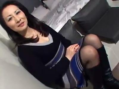【五十路熟女動画】素人セレブ美熟女が久しぶりにAV出演…ブーツ履いたまま生ハメ中出しセックス!